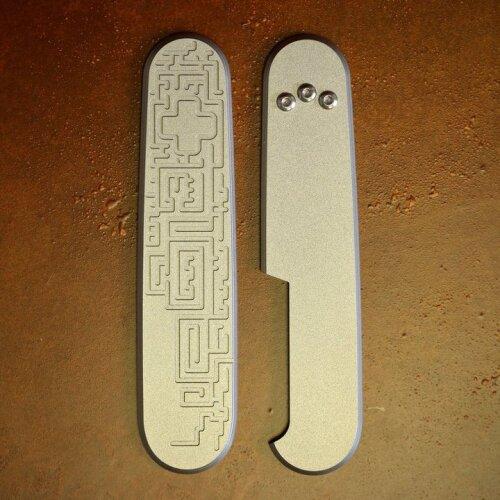 Daily Customs Titan Griffschalen Labyrinth  für Victorinox Messer 91 mm Limitiert