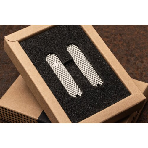 Daily Customs Titan Griffschalen Golfball  für Victorinox Messer 58 mm Limitiert  mit Aussparung für Zahnstocher, Pinzette