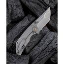 We Knife Thug CPM 20CV Grau Hand Rubbed Titan